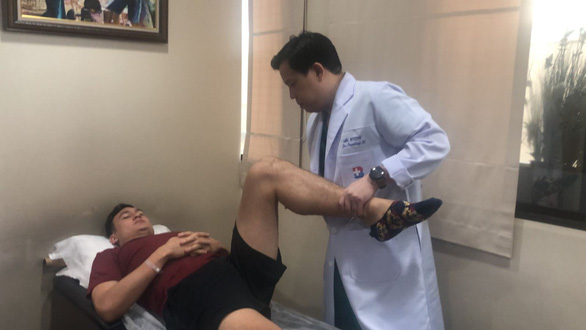 Dang Van Lam undergoes a medical examination at a hospital in Bangkok, Thailand. Photo: Siam Sport