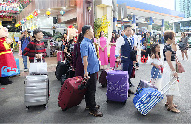 Thousands depart for Tet vacation on Lunar New Year's Day in Vietnam