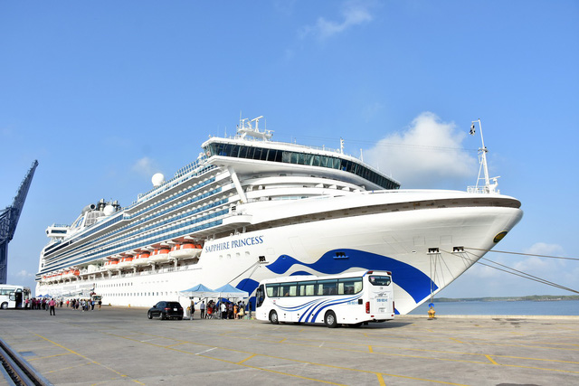 Sapphire Princess cruise ship docks in southern Vietnam
