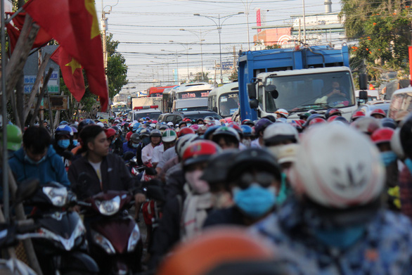 Major bridge in Vietnam's Mekong Delta congested as post-Tet commute begins