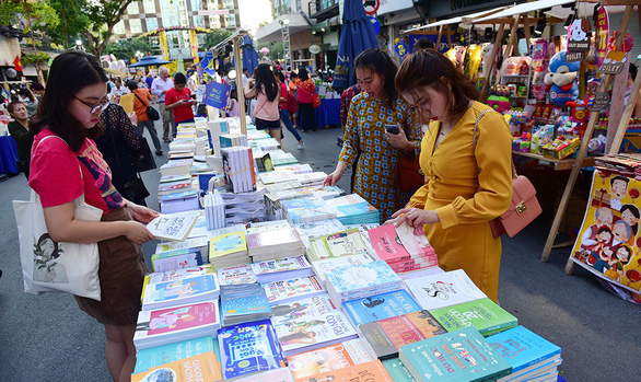 Visitors are seen at the Nguyen Hue Book Street in Ho Chi Minh City. Photo: Truc Phuong / Tuoi Tre