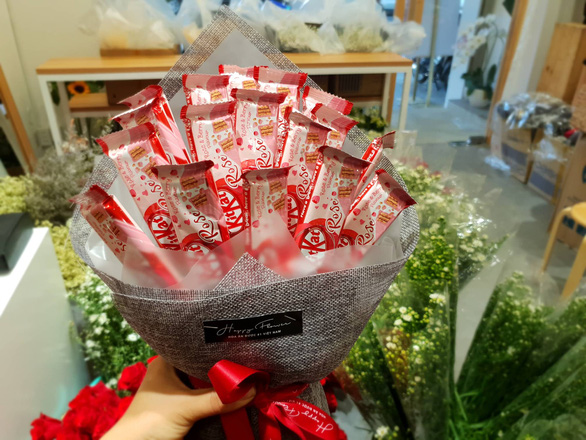 Edible bouquets widely on sale for Valentine's Day in Ho Chi Minh City