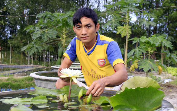 With perseverance, Vietnamese man rises to success on growing water lilies