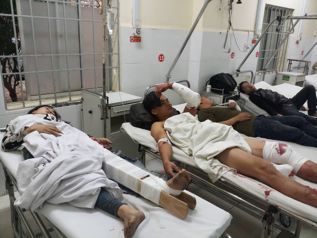 Injured passengers lie in beds at a hospital in Khanh Hoa Province, southcentral Vietnam, February 14, 2019. Photo: Thanh Truc / Tuoi Tre