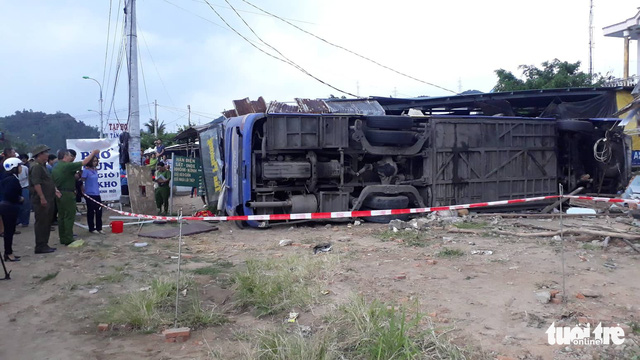 The passenger bus is seen after crashing into a house in Nha Trang City, south-central Vietnam, February 14, 2019. Photo: Thai Thinh / Tuoi Tre