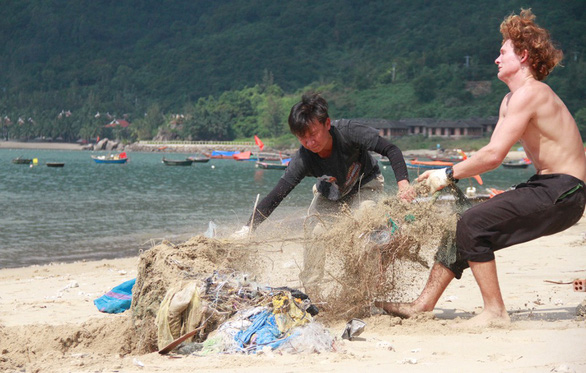 Volunteer group SaSa protects marine creatures in Da Nang