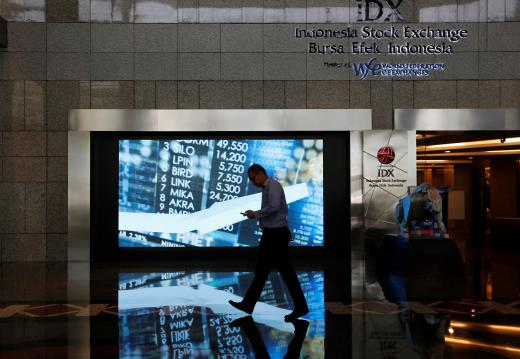 SE Asia Stocks-Most subdued; Vietnam posts mild gains