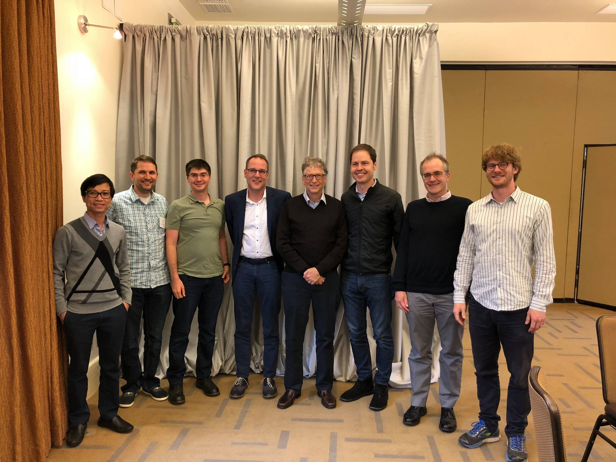 Le Viet Quoc (first left) poses for a picture with Bill Gates and AI experts.