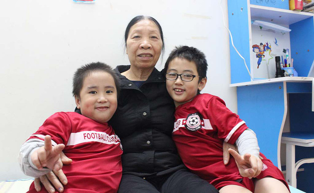 Phuong posed with her employer's children.