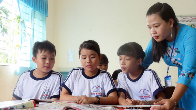 Elementary school teacher creates jobs for poor parents in Vietnam's Mekong Delta