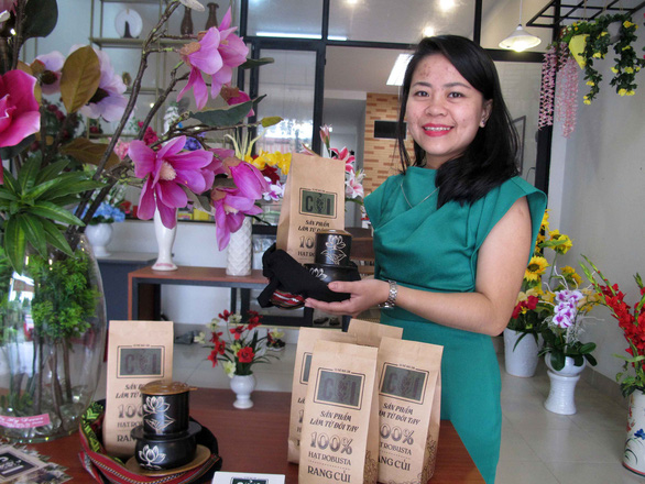 Vietnamese woman establishes firm offering coffee with traditional handicrafts