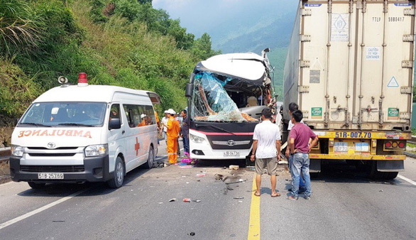 S.Korean tourists injured as bus hits trailer truck in Vietnam