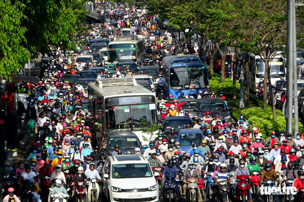 Traffic light failure causes hours-long congestion in Ho Chi Minh City