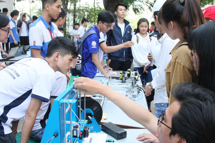 Ho Chi Minh City university first in Vietnam to provide tuition-free robotics, AI program