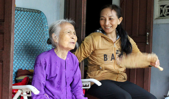 Vietnamese woman spends nearly three decades caring for 'heroic mother'