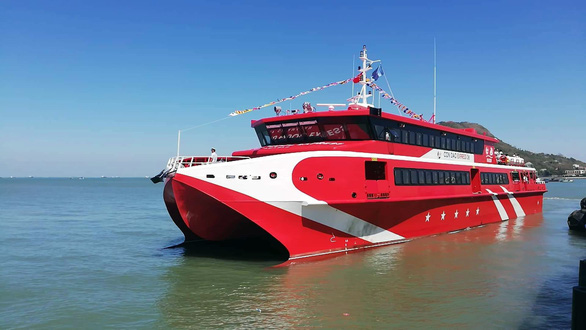 Vietnam's largest passenger catamaran encounters engine failure after week of operations