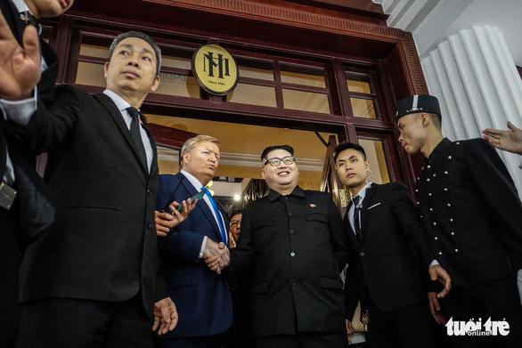 Kim Jong Un, Donald Trump doppelgangers shake hands in Hanoi