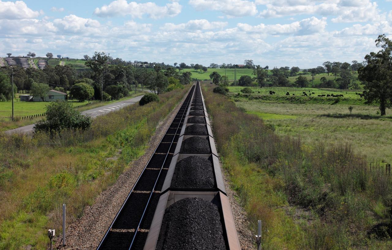 Australia seeks to reassure investors over coal ban at China port