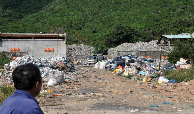 A man looks at the landfill on the Con Dao Island, off the southern Vietnamese coast, in late 2018. Photo: Dong Ha / Tuoi Tre