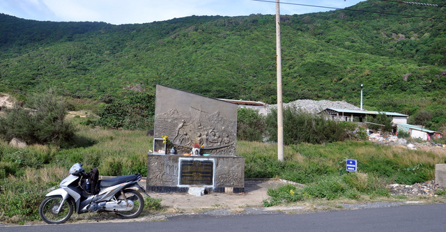 A historical commemorative structure near the landfill on the Con Dao Island, off the southern Vietnamese coast. Photo: Dong Ha / Tuoi Tre