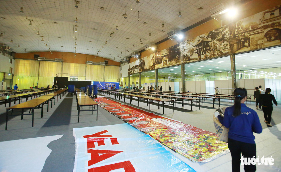 A common working space inside the international media center for the DPRK-USA Hanoi Summit. Private areas that are rented by media agencies are seen on the right side of the photo. Photo: Nguyen Khanh / Tuoi Tre