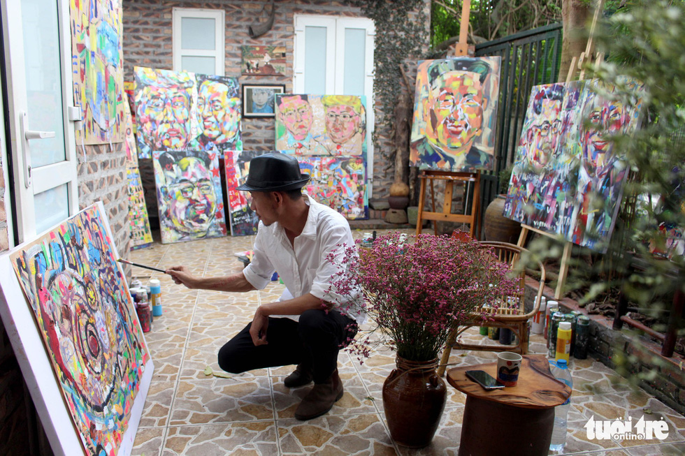 Binh hopes he will be able to give the artworks to the two leaders as gifts. Photo: Chi Tue / Tuoi Tre