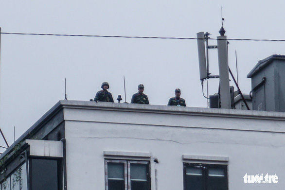 Military officers on top of a building on Trang Tien Street. Photo: Nguyen Hien / Tuoi Tre
