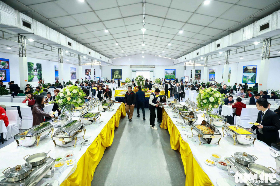 The food is prepared for about 3,500 local and international reporters. Photo: Nguyen Khanh / Tuoi Tre