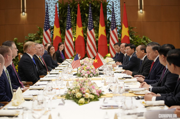 Vietnamese premier, US president have working lunch in Hanoi