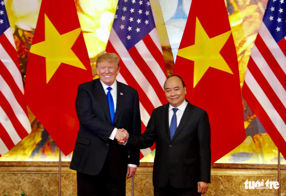 Prime Minister Nguyen Xuan Phuc shakes hands with President Donald Trump. Photo: Nguyen Khanh / Tuoi Tre