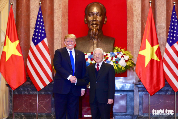 Party General Secretary and State President Nguyen Phu Trong shakes hands with President Donald Trump. Photo: Nguyen Khanh / Tuoi Tre