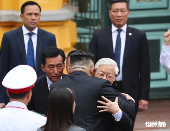 Chairman Kim Jong Un is welcomed by General Secretary Nguyen Phu Trong in Hanoi. Photo: Nguyen Khanh / Tuoi Tre
