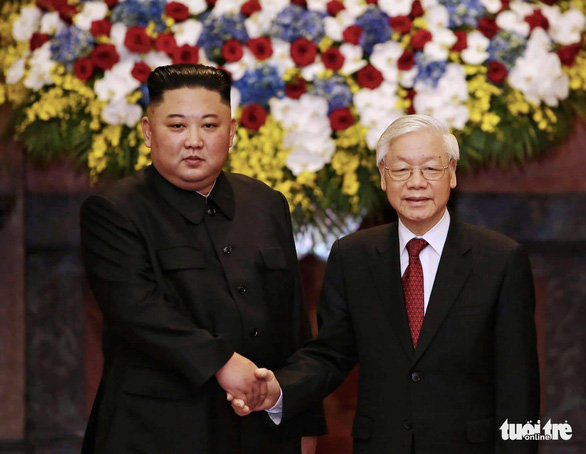 The two leaders shake hands before their talk in Hanoi. Photo: Nguyen Khanh / Tuoi Tre