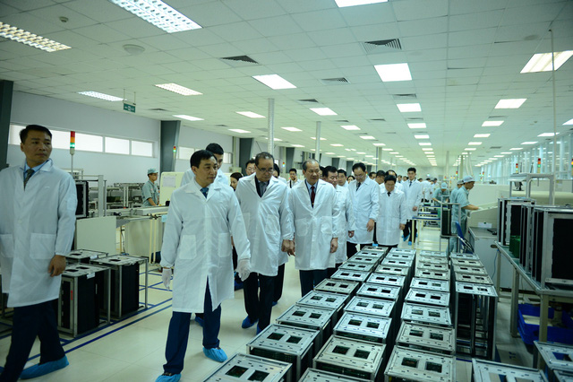 The delegations of North Korean high-ranking officials visit Viettel's civil equipment research and production complex in Hanoi on February 28, 2019. Photo: Viettel