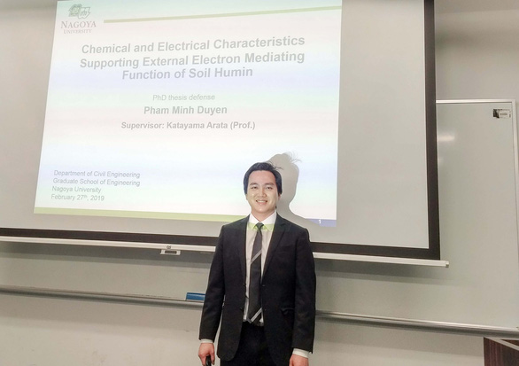 Vietnamese man rises from poverty to academic success