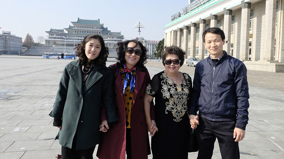 Vietnamese tourists pose for a picture in North Korea in late 2018. Photo: Nguyen Phong / Tuoi Tre