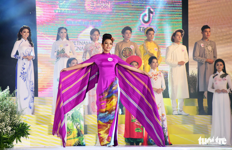 Contestant H'Lan Buon Ya, of Ede ethnic group, won the most impressive ao dai title. Photo: Duyen Phan / Tuoi Tre
