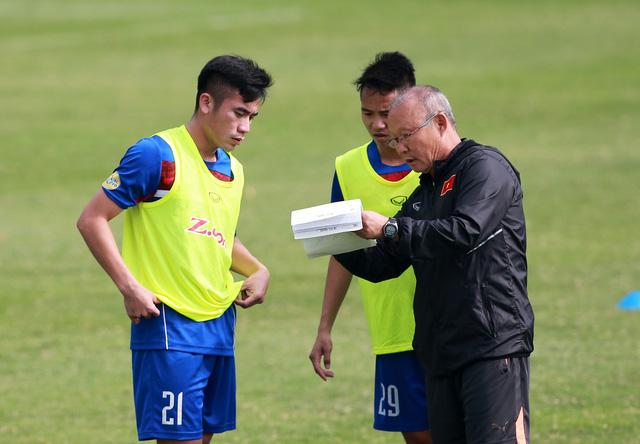 Vietnam's head coach Park Hang Seo (L)