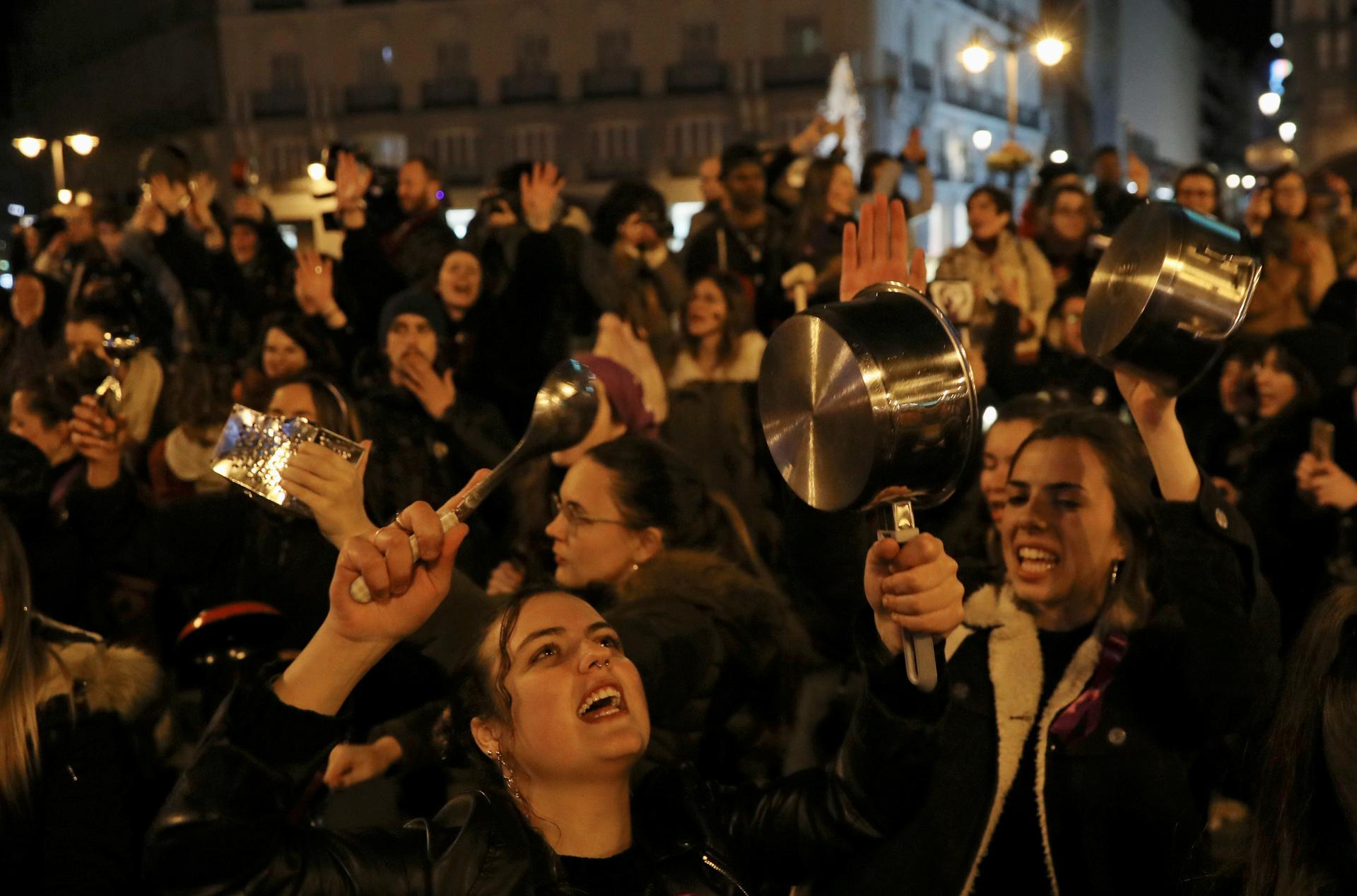 Women bang pots and pans in Madrid to kick off International Women's Day