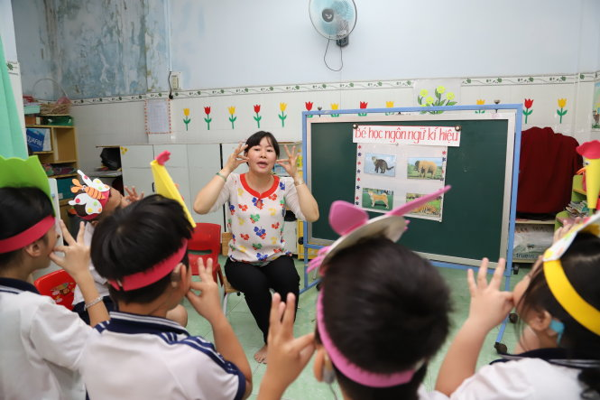 Vietnamese teacher dedicates 20 years to deaf students