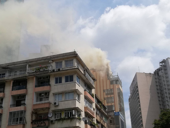 Tourists run for life as restaurant in downtown Ho Chi Minh City catches fire