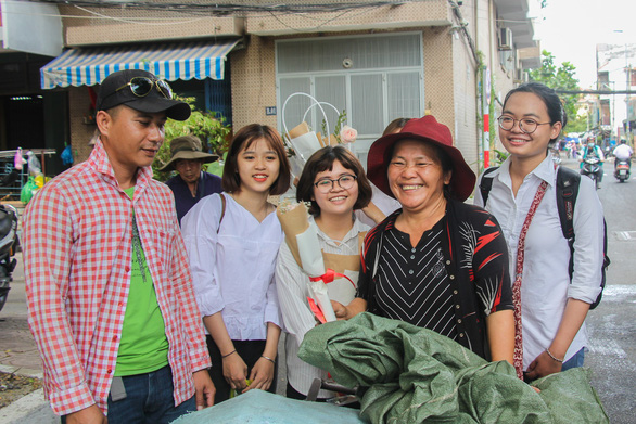 Volunteers give flowers to strangers on Women's Day in Ho Chi Minh City