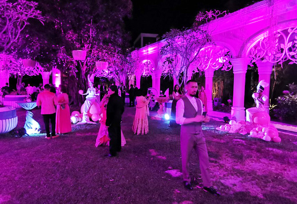 Pink decorations are put up for a themed event during the wedding of billionaire Indian couple Kaabia Grewal and Rushang Shah on Phu Quoc Island, Kien Giang Province in southern Vietnam. Photo: Duy Khanh / Tuoi Tre