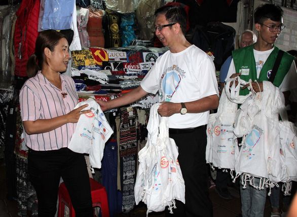 Ho Chi Minh City joins consulate generals in kick-starting plastic waste cleanup day
