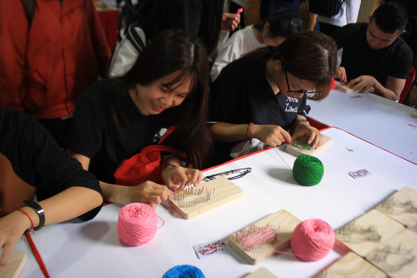 Ho Chi Minh City youths make animal paintings, sculptures to support wildlife protection