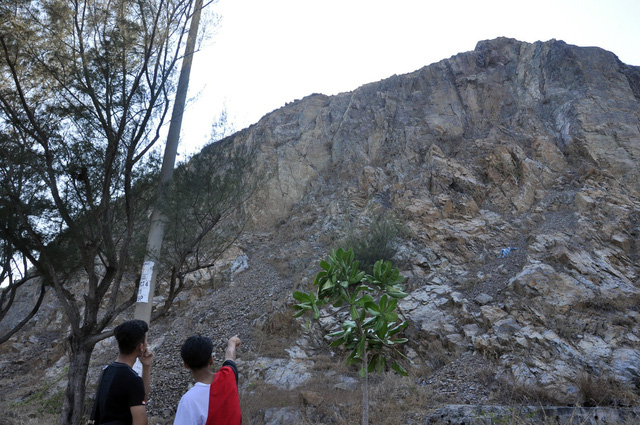 Man survives 40-meter cliff fall in southern Vietnam