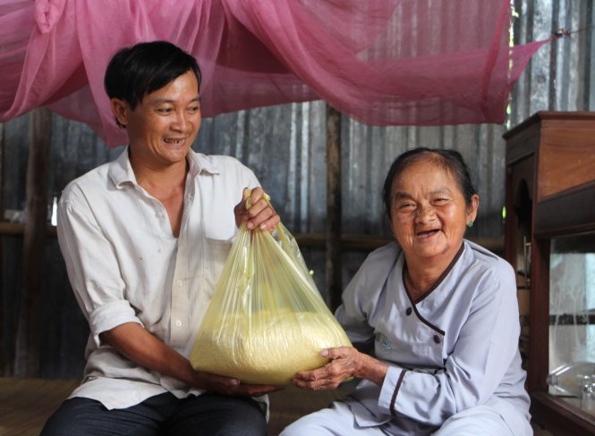 This poor Vietnamese scrap dealer has heart of gold, well-known trust