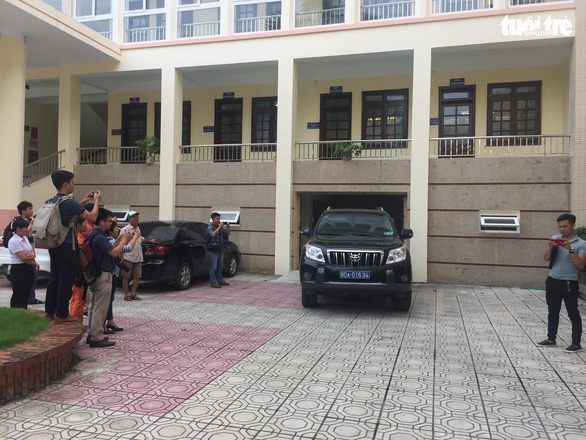 Police officers search the headquarters of the Department of Education and Training of Hoa Binh Province in northern Vietnam. Photo: Than Hoang / Tuoi Tre
