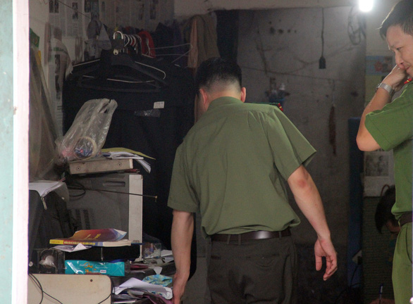 Police officers search the residence of Do Manh Tuan. Photo: Hoa Binh Police