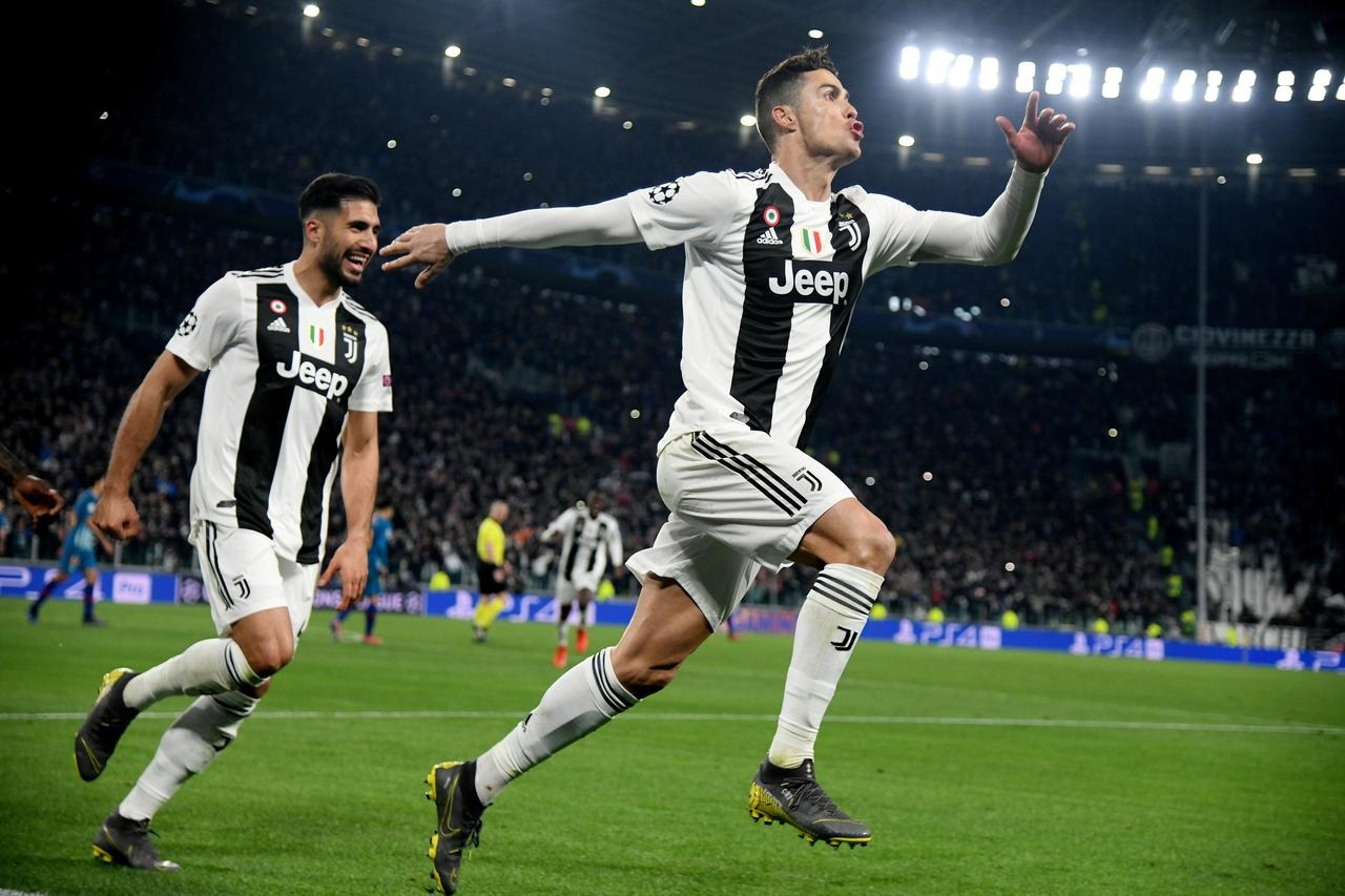 Superb Ronaldo hat-trick leads Juve into quarter-finals